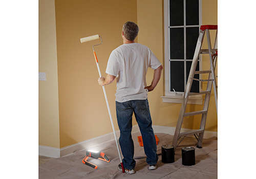 1Panel_Worklight_Painting_Lifestyle_Getty-172488396