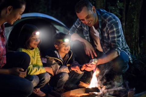 ENR_HDK2C_Headlamp_Kids_Lifestyle_Campfire_Maroon&Green_GLOBAL